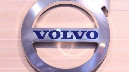 """""""Volvo"""" dėl gamybinio broko prašo grąžinti beveik pusę milijono automobilių"""
