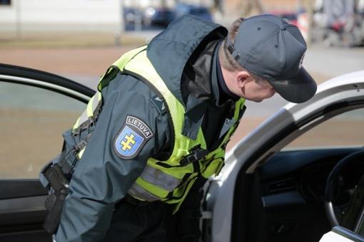 Girtų vairuotojų keliones nutraukė policija