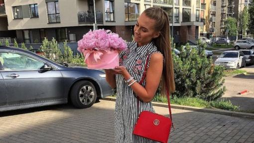 """Poilsį pajūryje """"Instagram"""" žvaigždei A. Petručionytei sugadino netikėta žinia: pavogtas BMW"""