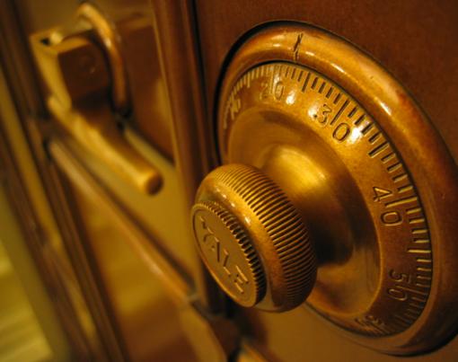 Vagys įsibrovė į kavinės patalpas ir ištuštino seifą
