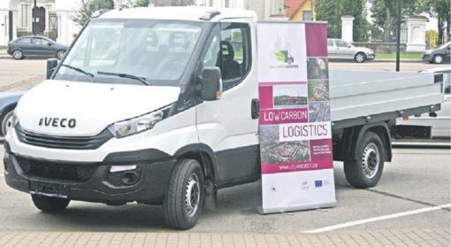 Rietavo miesto seniūnija gavo aplinkai draugišką hibridinį automobilį