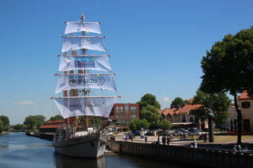 """Burlaivis """"Meridianas"""" pasipuoš Europos jūrinio paveldo ženklu"""