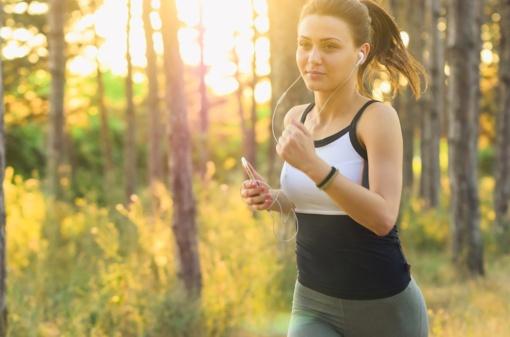 Trys klaidos, kurias dažniausiai daro bėgiojantieji vasarą