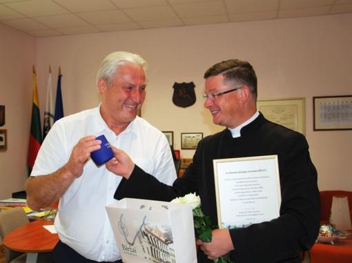 Padėkojo kunigui Ernestui Želviui