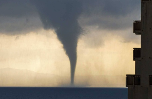 Po istorinės karščio bangos Europai smogė ekstremalūs orai, šėlo viesulai