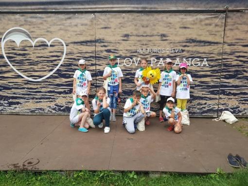 """Vaikai iš Skuodo rajono dalyvavo socialinėje akcijoje """"Pasveikink jūrą Palangoje"""""""