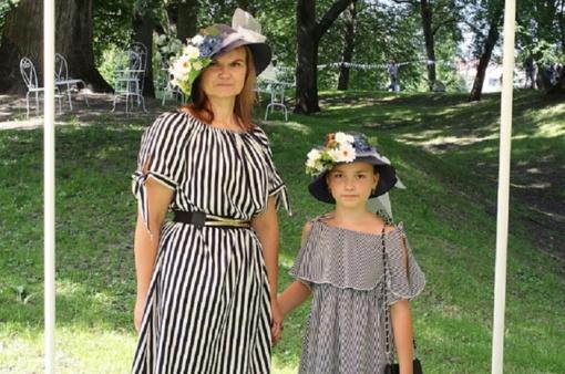 Skrybėlaitės Priekulėje skleidžia eleganciją