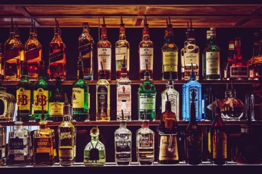 Ilgapirščiai iš namo pavogė du butelius alkoholinių gėrimų