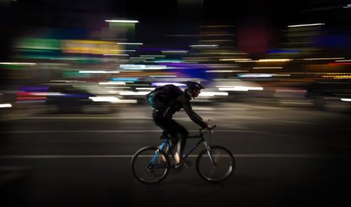 Eksperimentas atskleidė: į kelius išrieda nepastebimi dviratininkai