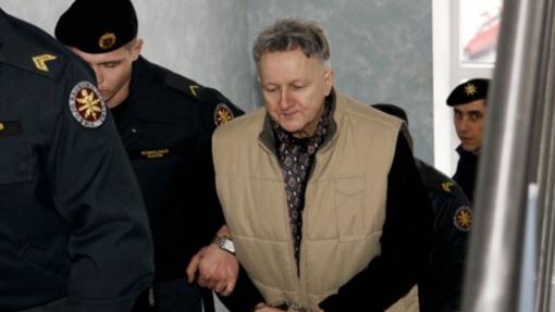 Iki gyvos galvos kalėti nuteistą kunigo R. Mikutavičiaus žudiką pataisos namai siūlo paleisti anksčiau