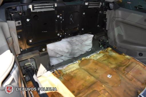 Sulaikytas vairuotojas automobiliu gabenęs narkotines medžiagas