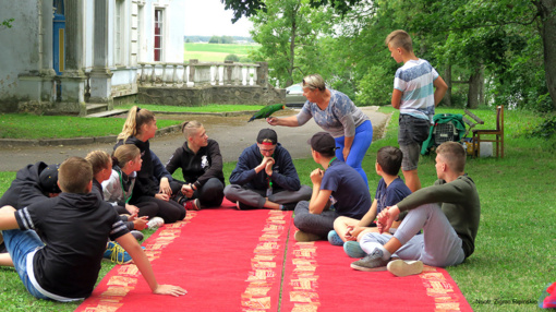 Etnokultūrinėje vasaros stovykloje – nuo žavėjimosi kalbančia papūga iki tilto remonto
