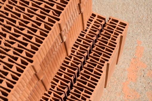 Perkant statybines medžiagas draugų patarimai lietuviams svarbesni nei specialistų