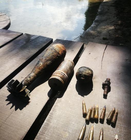 Daugų ežere rasta granata, mina ir ... siuvimo mašina