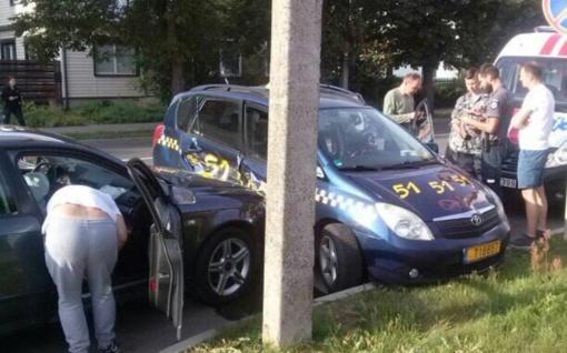 Avarijoje sužalota taksi keleivė