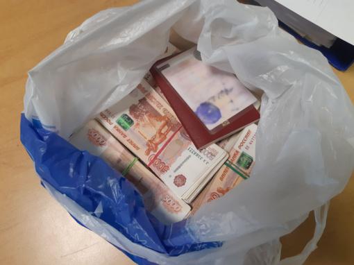 Per Nidą ir Kybartus – savaitgalį muitininkai sulaikė dvi dideles pinigų kontrabandos siuntas