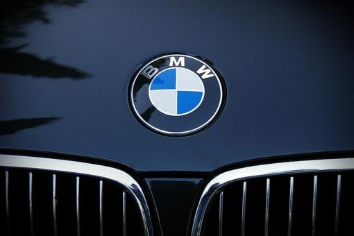"""Iš griovio ištrauktas """"BMW"""""""