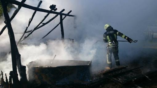 Vilkaviškio rajone dega ūkinis pastatas