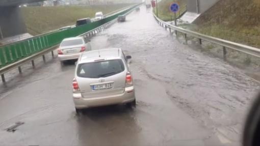 Prasidėjus liūčiai, Vilnius vėl plaukia