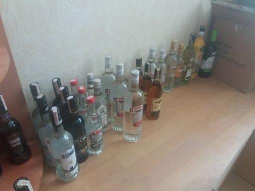 Nelegali parduotuvė: pareigūnai konfiskavo beveik 200 butelių alkoholio