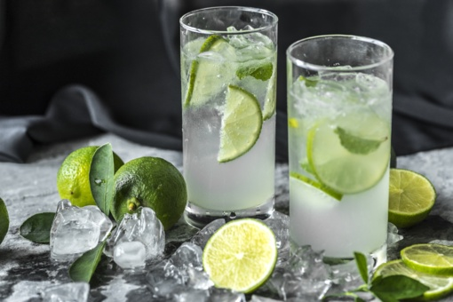 Kokie gėrimai geriausiai atgaivins karštą dieną?