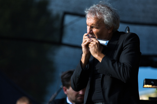 Lūpinės armonikėlės ir simfoninio orkestro koncertas sužavėjo Šiaulių publiką (nuotraukų galerija)