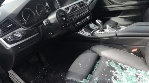 Radviliškyje neblaivūs vyrai apgadino ir išmatomis ištepliojo automobilį
