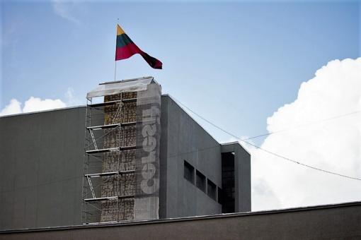 Griūvantis J. Miltinio dramos teatro bokštas sulaukė dėmesio: pradėtas remontuoti
