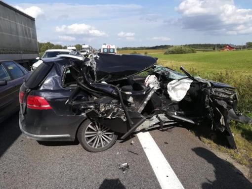 Ukmergės rajone per lengvojo ir krovininio automobilių avariją nukentėjo žmogus