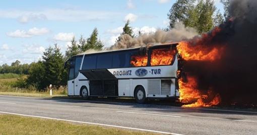 Iš liepsnojančio autobuso išgelbėta pusšimtis žmonių