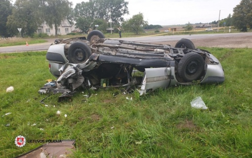 Kaišiadorių rajone automobiliui kliudžius traktorių sunkiai sužeistas žmogus