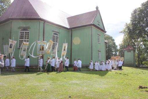 Žolinių atlaidai ir tradicinė šventė sukvietė į Pakapę