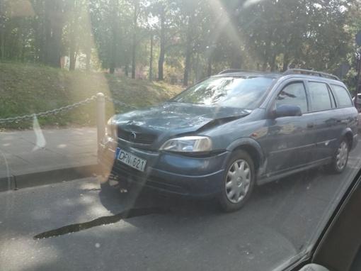 Žemaitės ir Vytauto gatvių sankryžoje susidūrė automobiliai