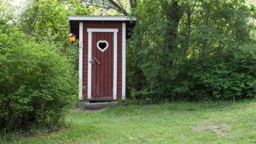 Prognozuojama, jog Lietuva nespės įvykdyti reikalavimų dėl lauko tualetų likvidavimo ir turės sumokėti milijonus eurų
