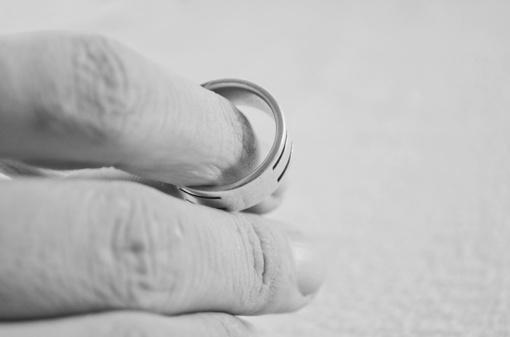 Kaip anekdote: vestuvinį žiedą praradęs kaunietis taip bijojo žmonos, kad apsimelavo iki baudžiamosios bylos