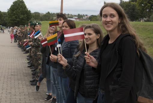 Kvietimas dalyvauti visuotinėje susikabinimo akcijoje Šiauliuose, skirtoje Baltijos kelio 30-mečiui paminėti