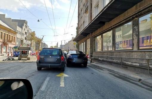 Po avarijos Šv. Gertrūdos gatvėje – vėl sustojo eismas