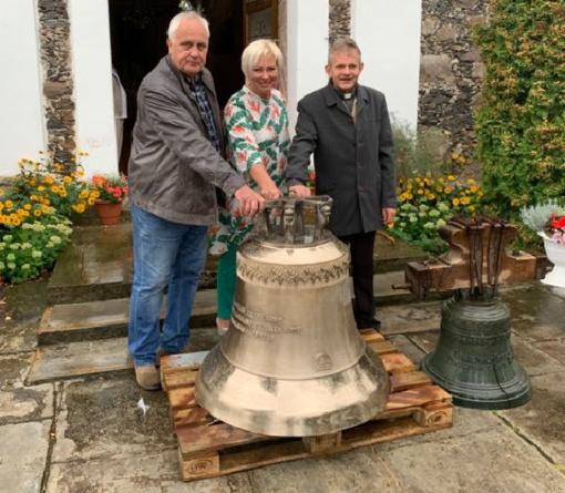 Sidabravo Švč. Trejybės bažnyčiai padovanotas naujas varpas
