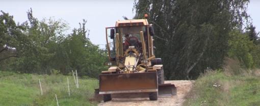 Alytaus rajone baigiami lyginti keliai (vaizdo įrašas)