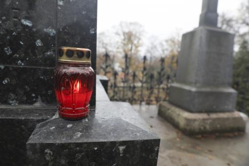 Obeliuose dažais apipurkšti sovietų karių kapai