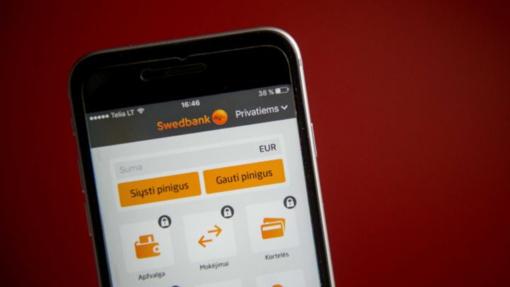 """""""Swedbank"""" klientai interneto banke valdys savo kituose bankuose turimas sąskaitas"""