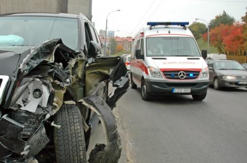 Keisti skaičiai: šalies keliuose mažėja žuvusiųjų, bet daugėja eismo įvykių ir sužeistųjų