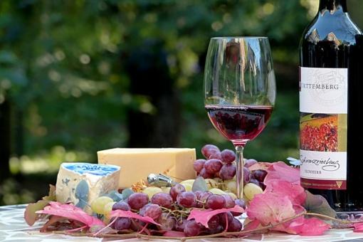 Neįtikėtinos tyrimų išvados pritrenkė: gerti raudoną vyną – labai sveika