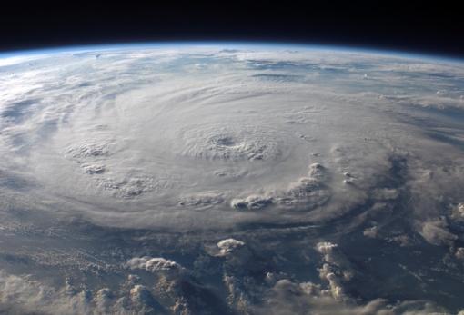Floridoje paskelbta nepaprastoji padėtis: artėja galingas uraganas