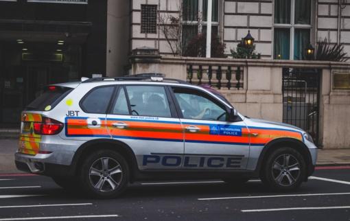 Išpuolis Londone: peiliu padurti trys žmonės kovoja dėl gyvybės