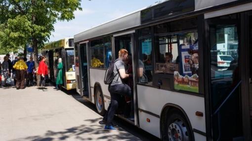 Vilniaus troleibuse ir autobuse nugriuvo ir susižalojo dvi moterys