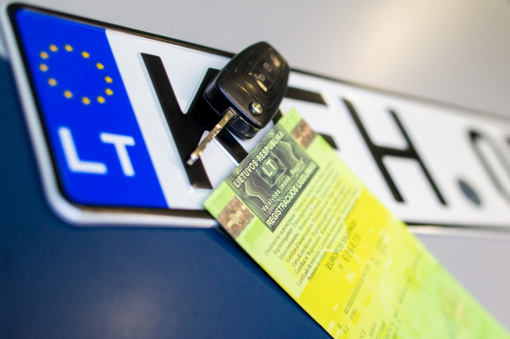 V. Tomaševskis siūlo metams atidėti automobilių registracijos mokestį