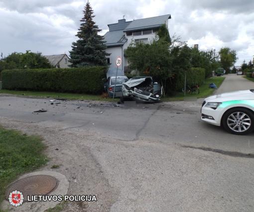 Marijampolėje susidūrus automobiliams nukentėjo du žmonės