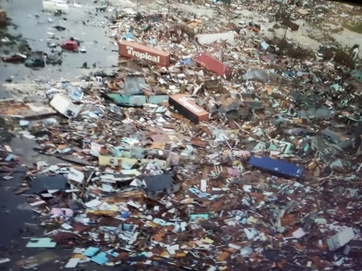 Siaubo kupinos valandos: po uragano iš Bahamų beveik nieko neliko (vaizdo įrašas)