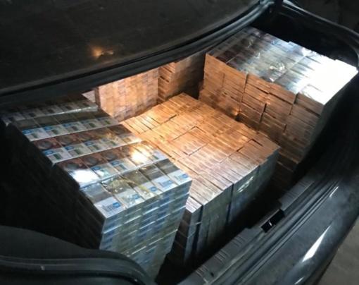 Sulaikytas virš 6 tūkst. pakelių kontrabandinių cigarečių vežęs vyras